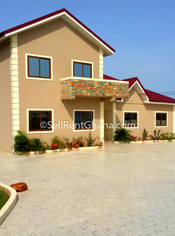 3 Bedroom House + Large Compound Selling, Ashale B